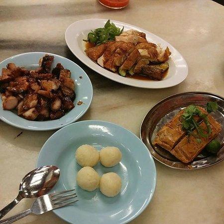 Famosa Chicken Rice Ball Restaurant : Looks good. but taste... meh