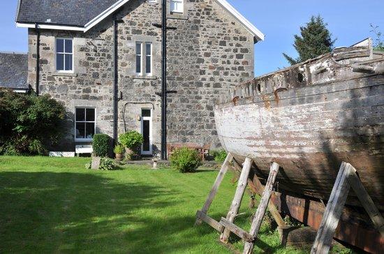 Strongarbh House: Garten und Terrasse