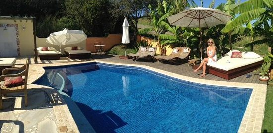 Le Village Buzios Boutique Hotel : Relaxing by the pool area