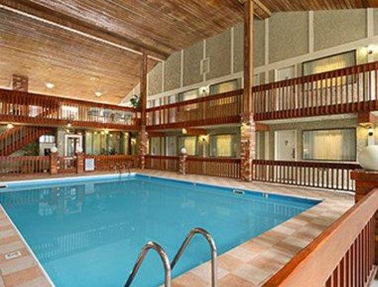 Days Inn Vernon: Pool
