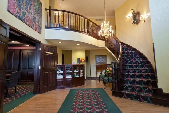 Inn at Aberdeen: the Grand Staircase & Entry