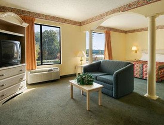 Days Inn Burlington East: Suite