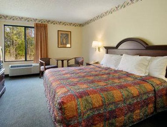 Days Inn Burlington East: Standard King Bed Room