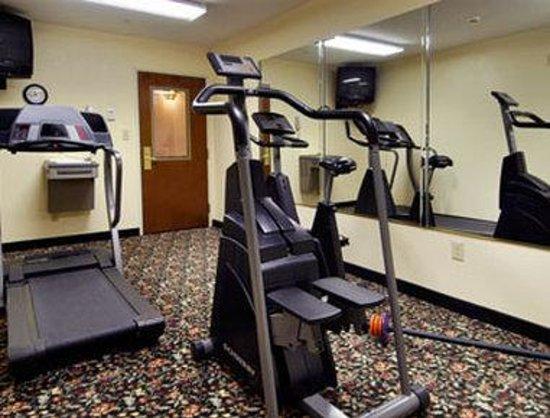 Days Inn Burlington East: Fitness Center