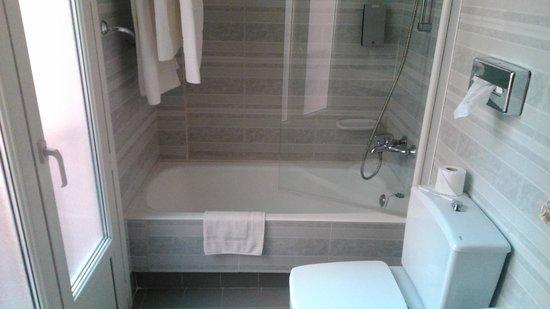 Hotel Comfort Dauro 2: Baño de habitación doble