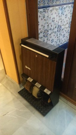 Hotel Comfort Dauro 2: Máquina limpiazapatos