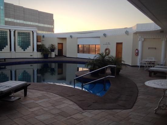 Meikles Hotel: rooftop pool