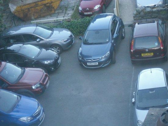 The Churchill Inn: very small car park