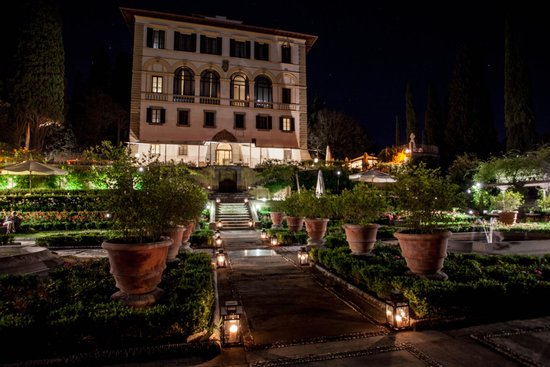 Il Salviatino: Garden view to the hotel
