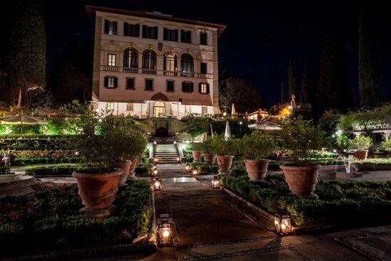 Il Salviatino : Garden view to the hotel