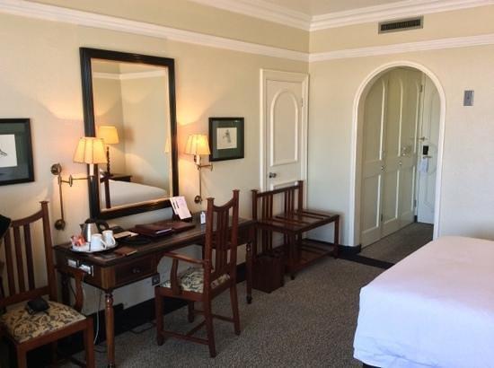 Meikles Hotel: bedroom
