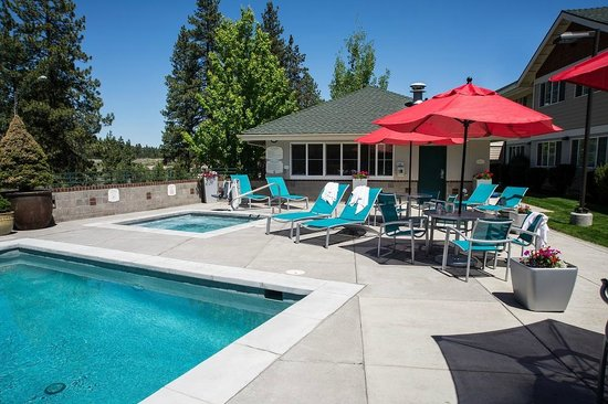 TownePlace Suites Bend Near Mt. Bachelor: Outdoor Heated Pool and Hot Tub