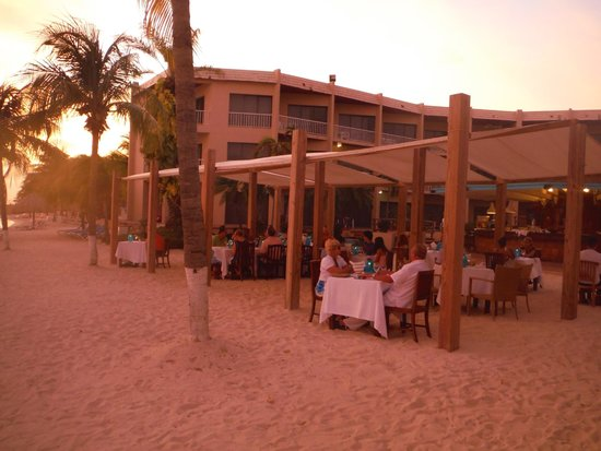 Sunscape Curacao Resort Spa & Casino: Sunset dinner at the Ocean Cafe