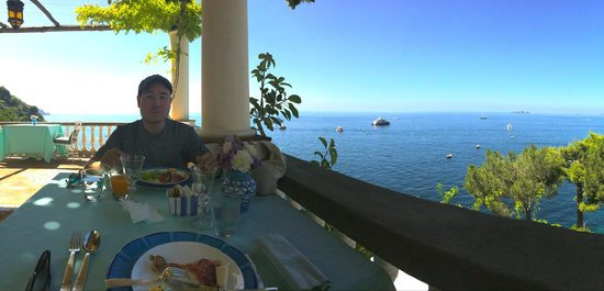 Villa Tre Ville: The outdoor restaurant; what a view!