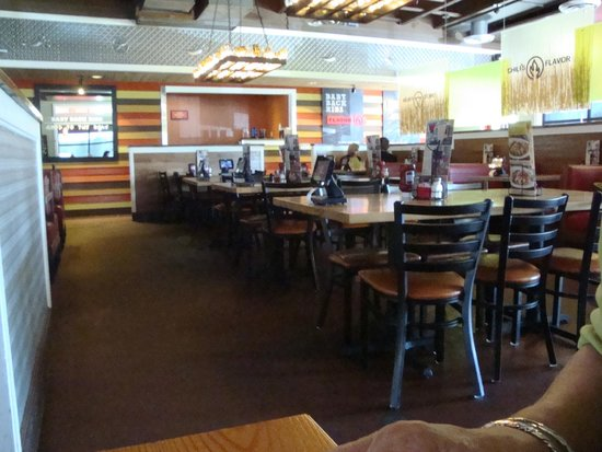 Chili's Grill & Bar: Inside Dining Room
