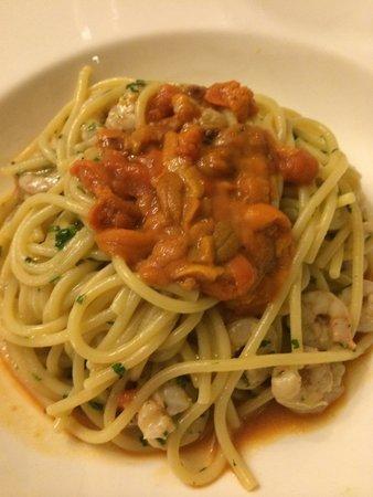 Don Camillo: Pâtes aux oursins et crevettes
