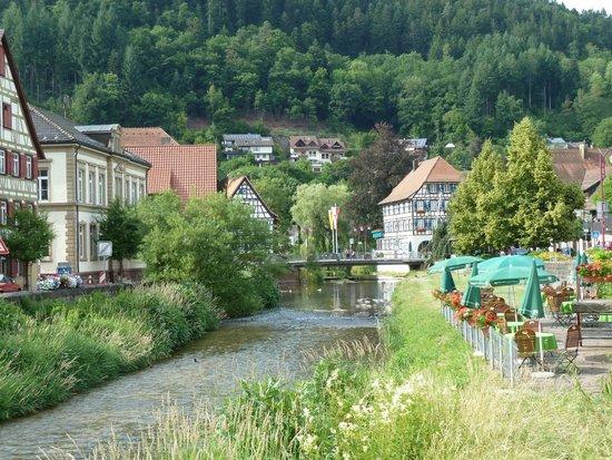 Zur Alten Brucke: The hotel beer garden on the river