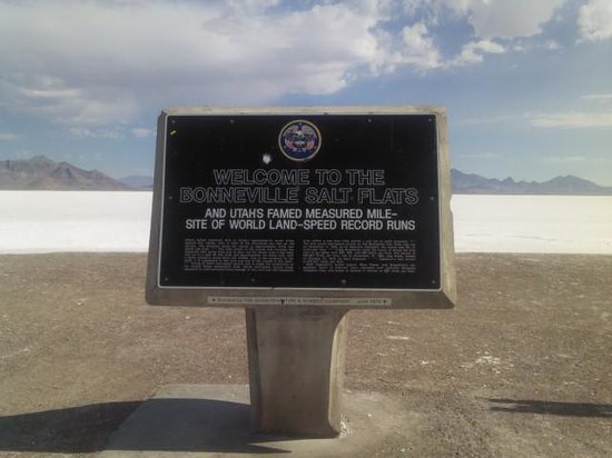 Bonneville Salt Flats : The sign at the rest stop