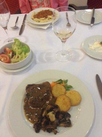 Plitvice Hotel : Dinner - basic but functional!