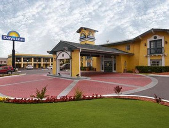 Airport Inn & Suites : Welcome to the Days Inn Tulsa