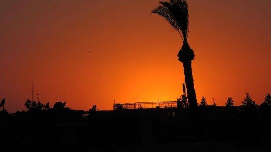 Riad Itrane : Coucher de soleil depuis la terrasse