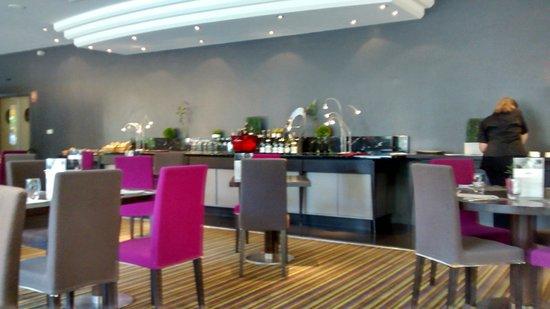 Mercure Beaune Centre: vue salle à manger......buffet.....