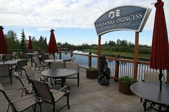 Fairbanks Princess Riverside Lodge: Deck on river