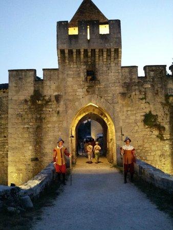 Chateau de Bridoire: nocturne