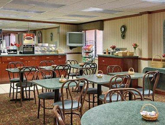 Baymont Inn & Suites Flint: Breakfast Area