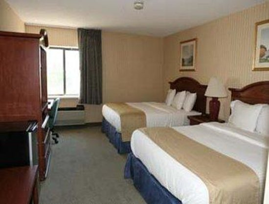 Baymont Inn & Suites Kalamazoo : Standard Two Double Bed Room