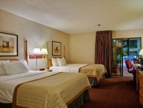 Baymont Inn & Suites Madison West/Middleton WI West : Standard Two Double Bed Room