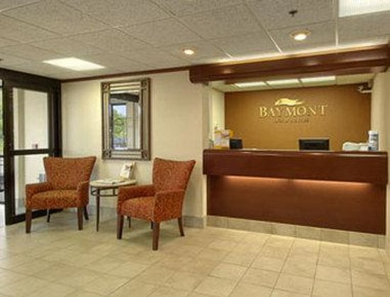 Baymont Inn & Suites Traverse City: Lobby