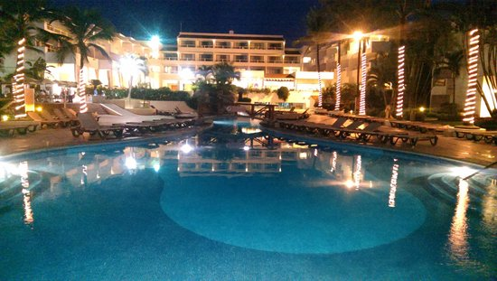 Marival Resort & Suites: Adults only pool at night