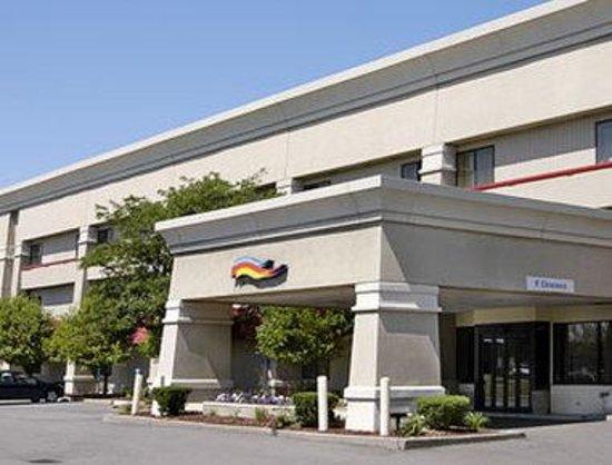 Baymont Inn & Suites Detroit/roseville: Welcome to the Baymont Inn and Suites Detroit/ Roseville
