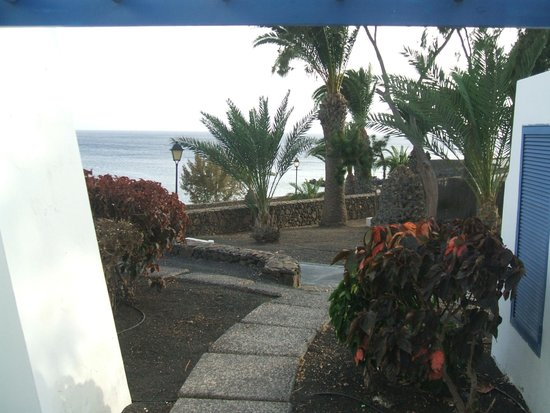 Marconfort Atlantic Gardens Bungalows: View of beach from our room