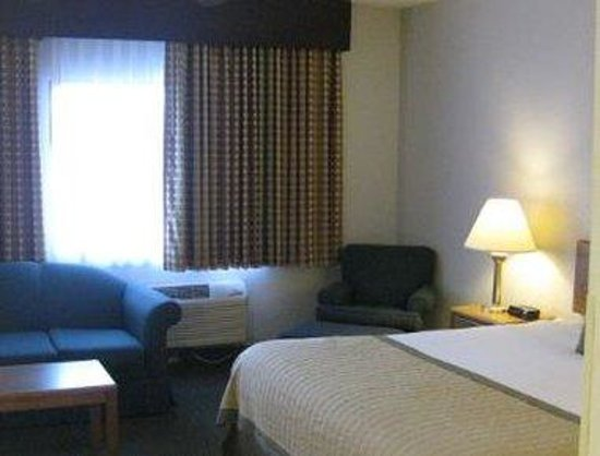 Baymont Inn & Suites Janesville : One King Bed Suite