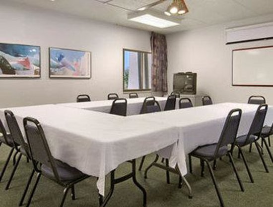 Baymont Inn & Suites Janesville: Meeting Room
