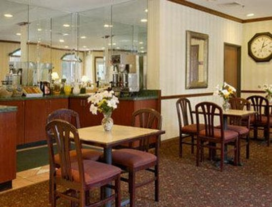 Baymont Inn & Suites Chicago/Calumet City: Breakfast Area