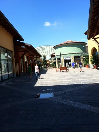 buy online b8abf 8ada6 Outlet4 - Picture of Franciacorta Outlet Village, Rodengo ...