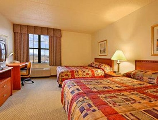 Baymont Inn & Suites Plymouth: Standard Two Double Bed Room