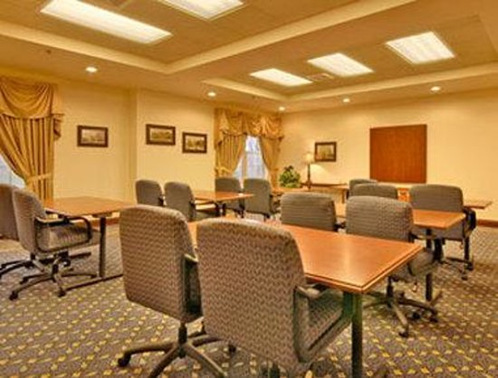 Baymont Inn & Suites Plymouth : Meeting Room
