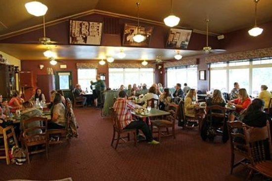 Chena's Alaskan Grill: Interior