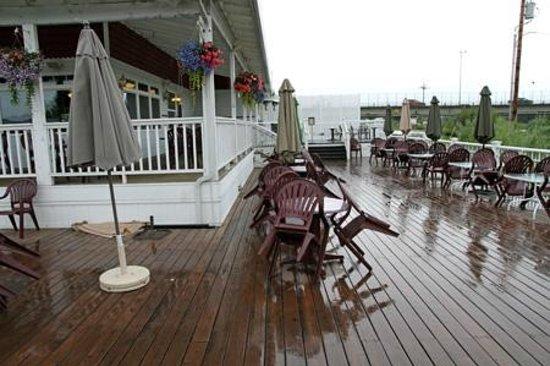 Chena's Alaskan Grill: Deck