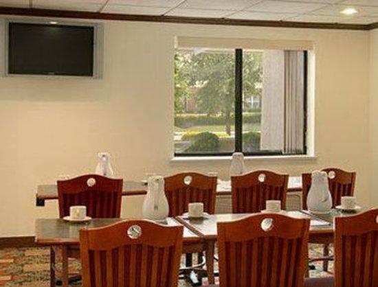 Baymont Inn & Suites Arlington at Six Flags DR: Meeting Room