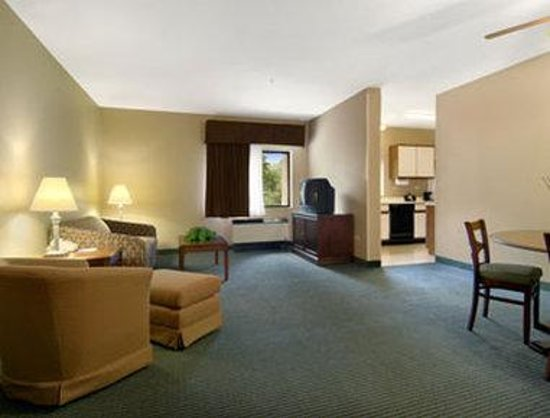 Baymont Inn & Suites Cherokee Smoky Mountains: Family Suite