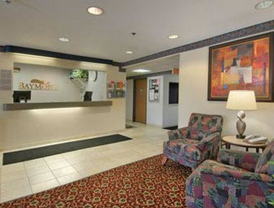 Baymont Inn & Suites Mt. Pleasant: Lobby