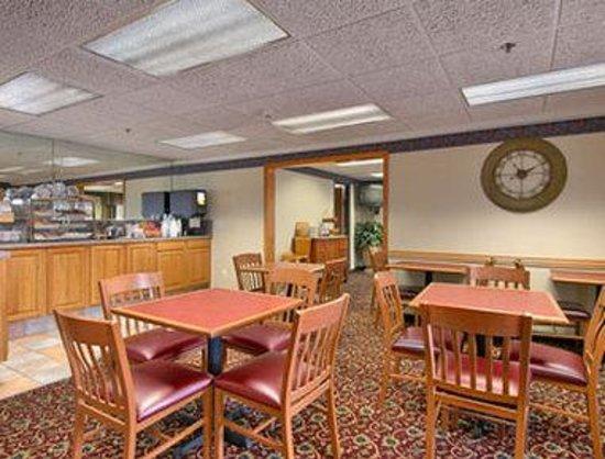 Baymont Inn Mount Pleasant: Breakfast Area