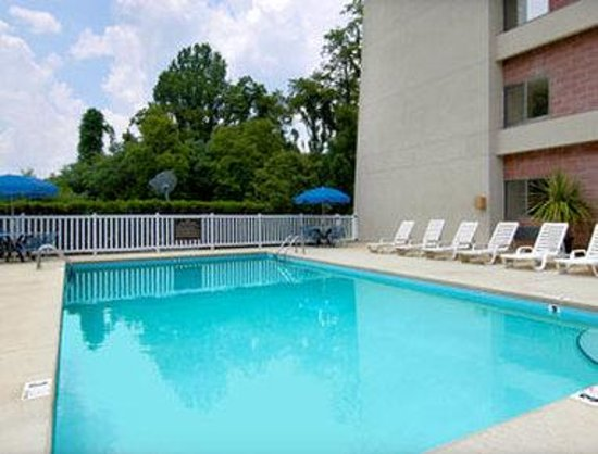 Baymont Inn & Suites Cherokee Smoky Mountains: Pool