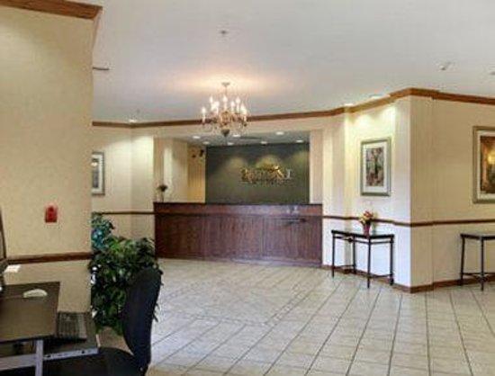 Baymont Inn & Suites Waterford/Burlington WI: Lobby