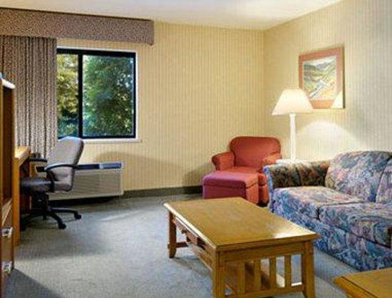 Baymont Inn Bridgeport: One Bedroom Suite